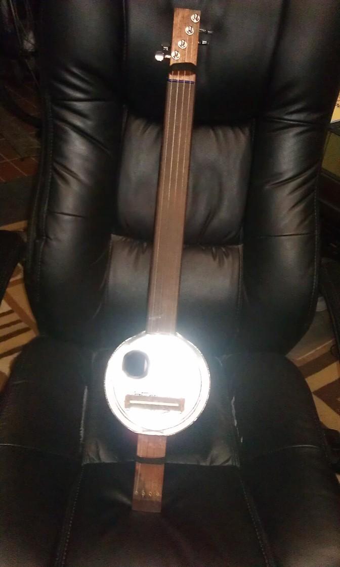 Coffee tin + wood + strings = Vikings instrument of choice!